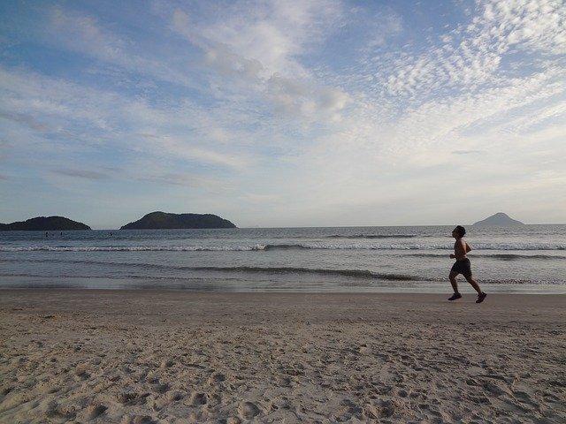 jogging na pláži