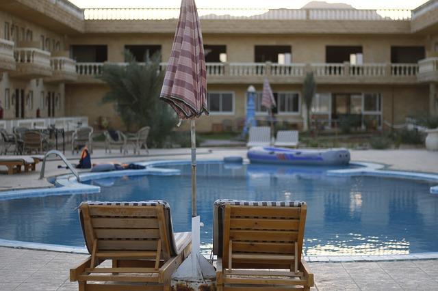 hotelový bazén