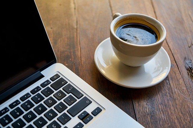 káva a počítač